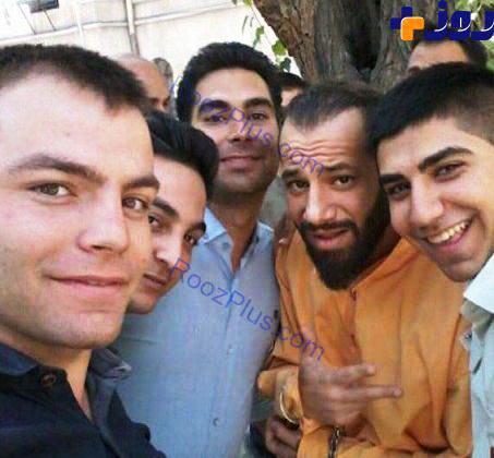 سلفی با تتلو در لباس بازداشت شدگان و با دستبند!!! + عکس