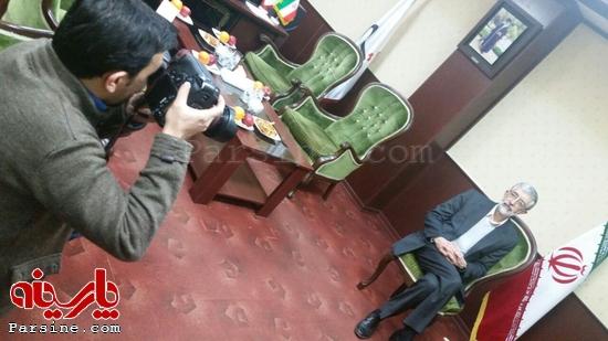ژست انتخاباتی حدادعادل در دفتر مدیرعامل تسنیم+عکس