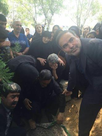 آخرین وداع مجتبی محرمی با مادرش+عکس