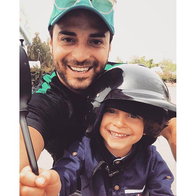 موتور سواری خواننده معروف پاپ و پسرش+ عکس