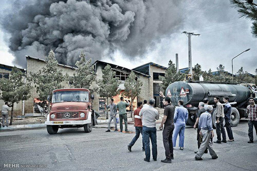آتش سوزی در کارخانه ظروف یکبار مصرف شاهرود+تصاویر