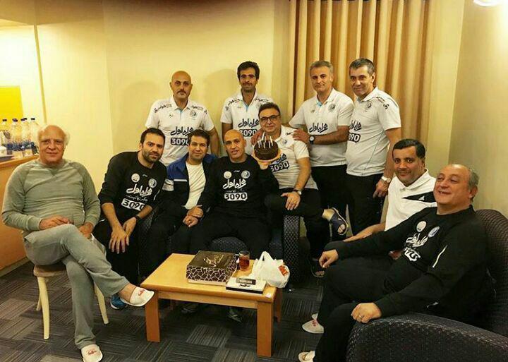 جشن تولد منصوریان در کنار اعضای تیم استقلال +عکس