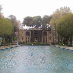 سر در کاخ هشت بهشت که روزگاری زیباترین کاخ عالم بود ولی اثری از آن نیست