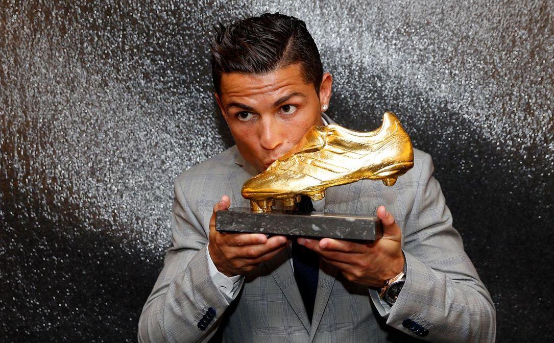 تصویری از کفش ویژه نایکی برای رونالدو به مناسبت توپ طلای چهارم!
