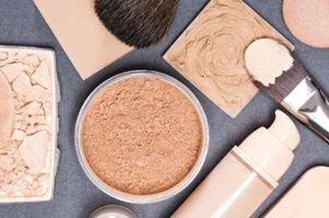 فاسد شدن لوازم آرایش چه علائمی دارد؟ استفاده بعد از تاریخ انقضا مشکلی دارد؟