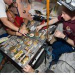 غذای فضانوردان در ایستگاه فضایی بینالمللی چه شکلی است؟