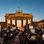 تظاهرات ضدترامپ در برابر سفارت آمریکا در برلین برگزار شد