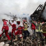 اشکهای مادر آتشنشانان دوقلویی که یکی نجات یافته و دیگری زیر آوار مانده
