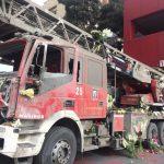 گلباران خودرو آتش نشانی آسیب دیده در حادثه پلاسکو