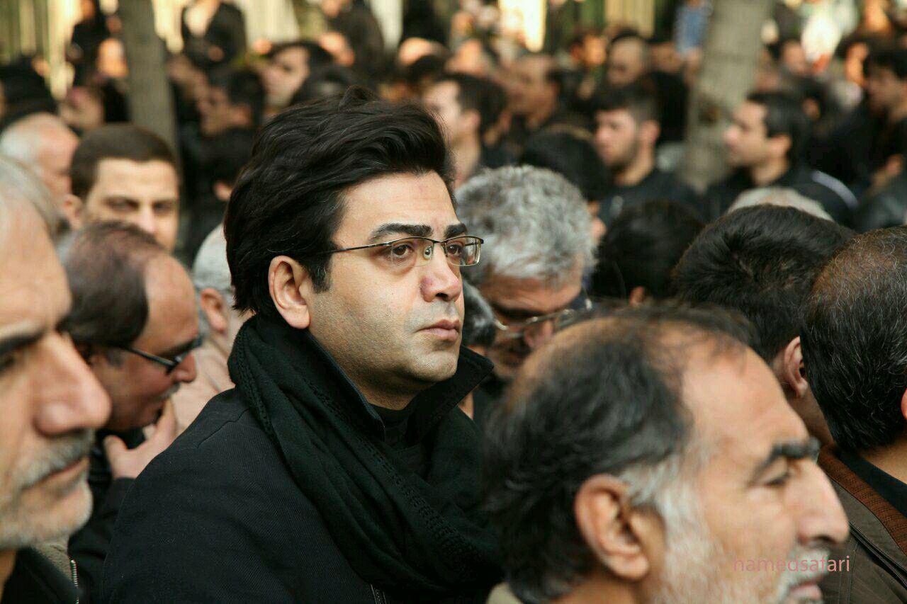 فرزاد حسنی در تشییع هاشمی