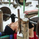 تمرین بدنسازی زنان و مردان در سرمای زیر صفر درجه را ببینید