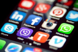 مقدار زمان استفاده از نرم افزار های جدید برروی گوشی موبایل