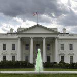 تنها کارمند محجبه کاخ سفید استعفا داد