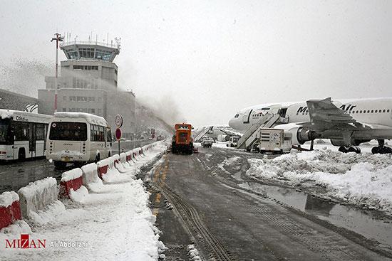 یخ زدایی هواپیما در فرودگاه مشهد