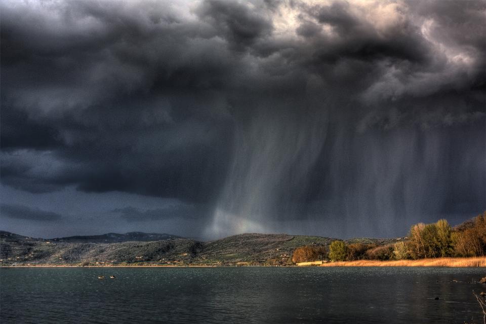 وقوع طوفان تندری