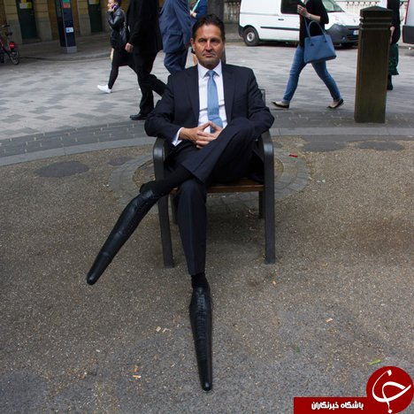 دراز ترین کفش های دنیا در پای این مرد+عکس