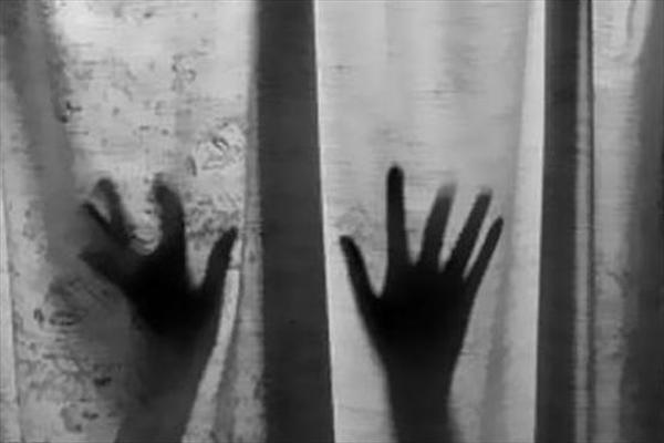 تعرض مرد آمریکایی به زن ایرانی در حضور دخترش