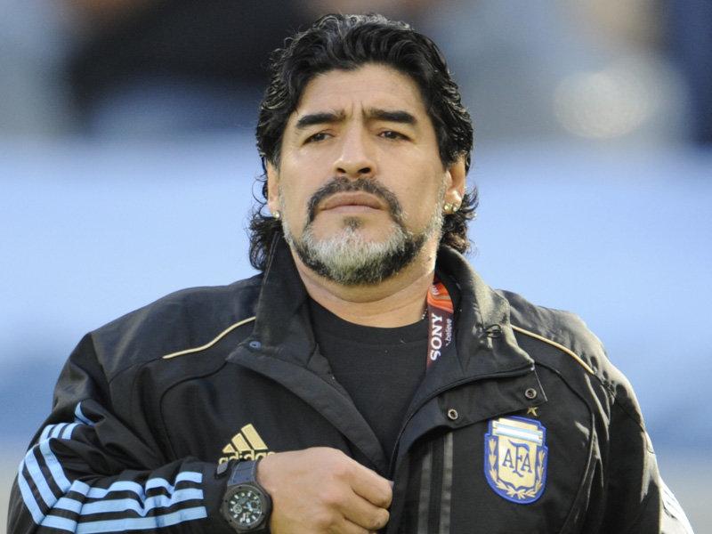مارادونا اسطوره فوتبال آرژانتین در کنار امیرحسین پیروانی