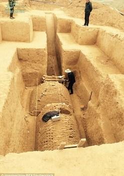 کشف مقبره عجیب
