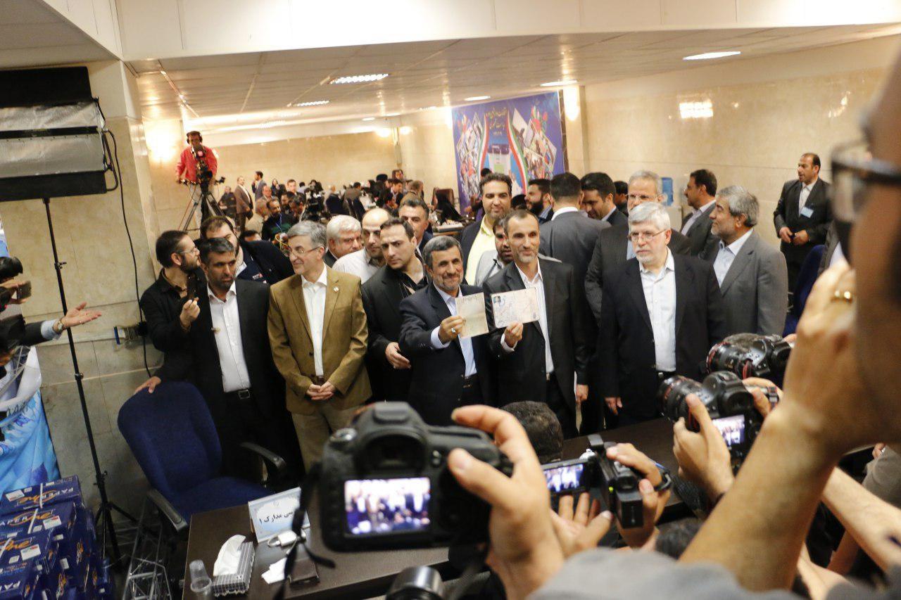 صور نیک محرمانه ثبت نام احمدی نژاد برای ریاست جمهوری دوازدهم