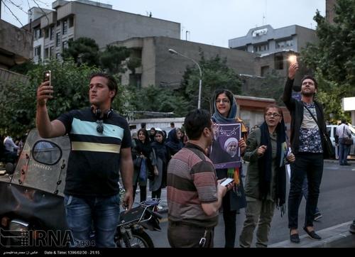 جشن مردم برای پیروزی روحانیresized_702323_964