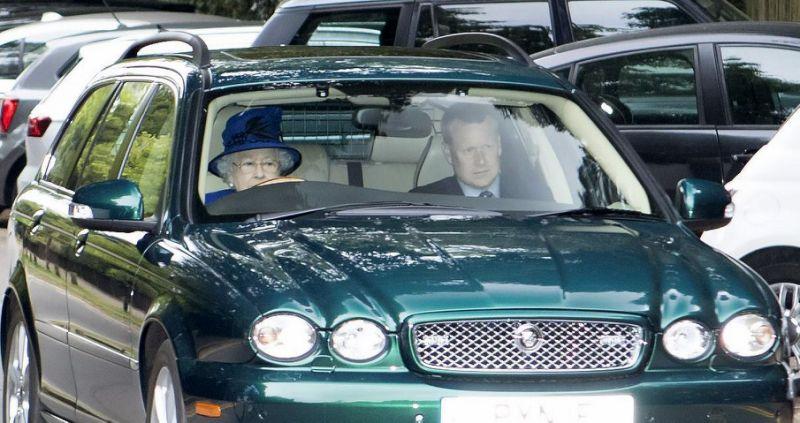 رانندگی ملکه بریتانیا در ۹۱ سالگی با خودروی جگوار !