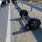 تصادف شدید سمند با موانع کنار جاده حادثه ساز شد