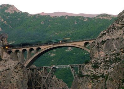 برخورد قطار با تریلی در یک روستا در مازندران