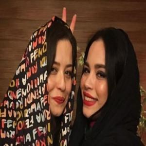 شوخی جالب ملیکا شریفی نیا با پوستر فیلم خواهرش