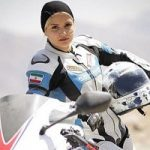 لیلا رجبی از بهناز شفیعی موتورسواری یاد می گیرد