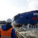 بزرگترین کشتی اتمی یخ شکن جهان به آب انداخته شد