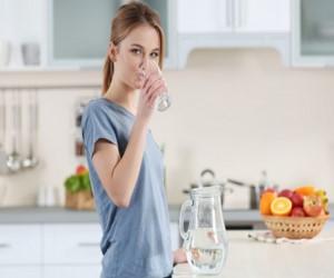 شرایط بدن وقتی برای ۳۰ روز فقط نوشیدنی شما آب باشد