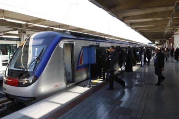 زن جوانی که خود را به زیر مترو انداخته بود، درگذشت
