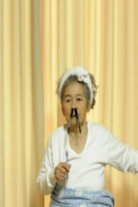 مادربزرگ ۸۹ سالهی عکاس که خود را سوژه میکند