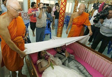 جشن ازدواج تایلندیها در تابوت