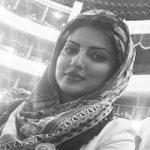 بازیگر زن ایرانی در میان تماشاچیان الکلاسیکو