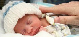 تصاویر زن بارداری که هنگام شنا در دریا نوزادش را به دنیا آورد!!