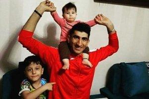 علیرضا بیرانوند دروازه بان تیم ملی در کنار فرزندانش