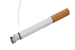 تصاویری جالب از سیگار کشیدن عجیب یک مرد