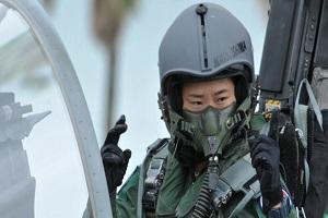 تصاویری از اولین خلبان زن جنگنده در ژاپن