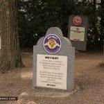 تصاویری جالب از قبرستان خنده دار در آمریکا