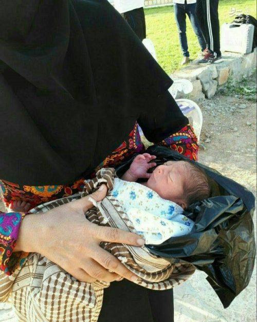 نوزاد درون کیسه زباله