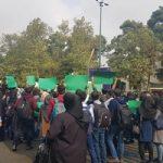 پلاکاردهای دانشجویان دانشگاه تهران در دیدار با روحانی