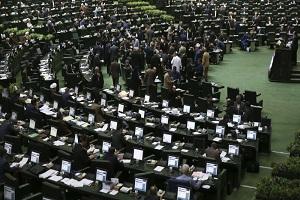 تصویر آقای نماینده با فلاسک چای در صحن علنی مجلس !