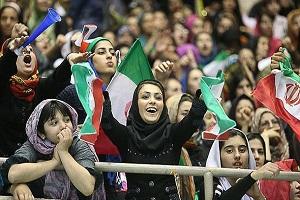 تصاویر حضور بانوان در ورزشگاه آزادی برای دیدن مسابقه فوتبال