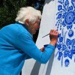 نقاشی روی دیوار یک مادربزرگ خوش ذوق
