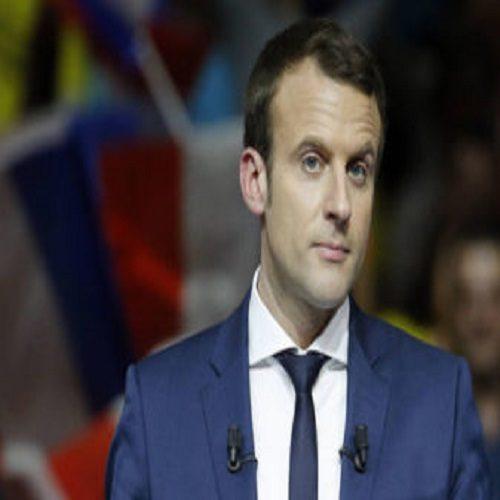 تصاویری از شوخی جلیقه زردها با عروسک رئیس جمهور فرانسه