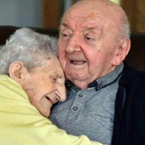 ماجرای پرستاری مادر ۹۸ ساله از پسر ۸۱ ساله اش در خانه سالمندان