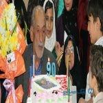 جشن تولد پدربزرگ ۹۰ ساله در کنار همسر ۸۱ ساله اش