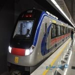 تصویری جالب از مترو سواری آقای رئیس جمهور
